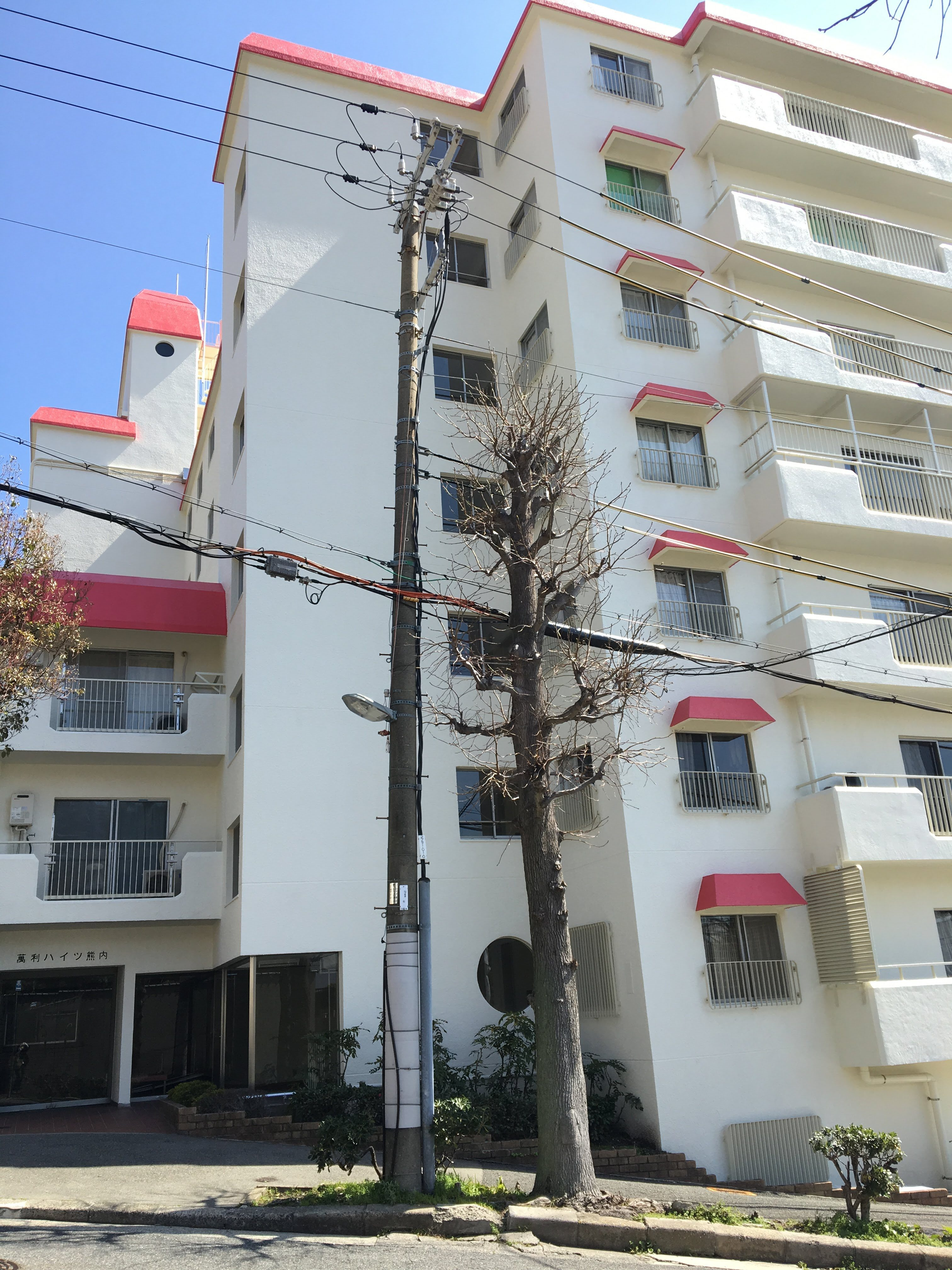 2LDK apartment with spacious bright rooms in quiet area of Kobe