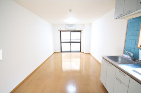 <RENTED>Studio Apartment with free wi-fi in Motomachi, Kobe