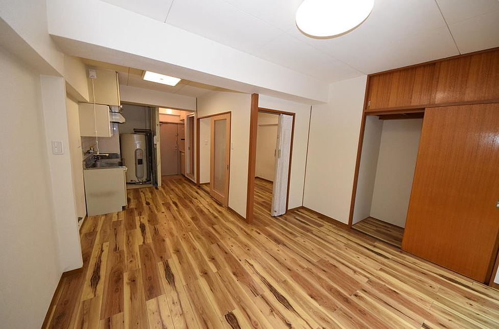 Great access to Sannomiya station, compact 1LDK on sale